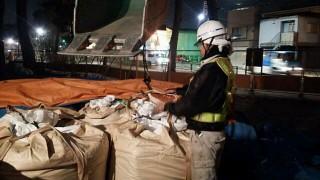 武蔵野市 井の頭公園の夜間砂運搬作業