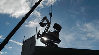 青梅市 鉄骨ブロック造3階建てアパート解体工事7(重機搬入)