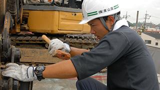 青梅市 鉄骨ブロック造3階建てアパート解体工事8(重機用意)
