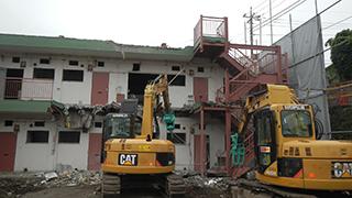 青梅市 鉄骨ブロック造3階建てアパート解体工事9(重機解体)