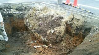 地中から浄化槽が出現!お客様確認をして解体処分。