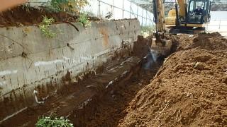 埼玉県新座市で擁壁撤去工事!重機2台で解体し期間短縮