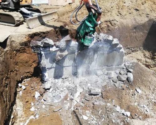 府中市 木造住宅解体工事 下ゴミ処理 コンクリート基礎撤去そして地下室解体